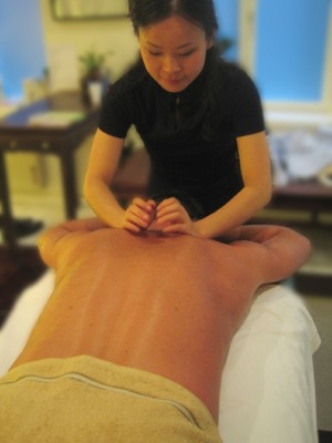 Jun Li en massage Tui Na
